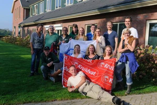 荷蘭Kruidvat 義工探訪殘障人士和兒童,幫忙打理後院的果菜和寵物園地。