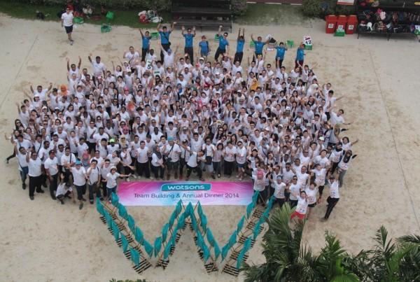 菲律賓屈臣氏的「微笑行動」為五十一個受惠機構送上關懷與微笑,義工與受惠兒童渡過了一個溫馨的早上。